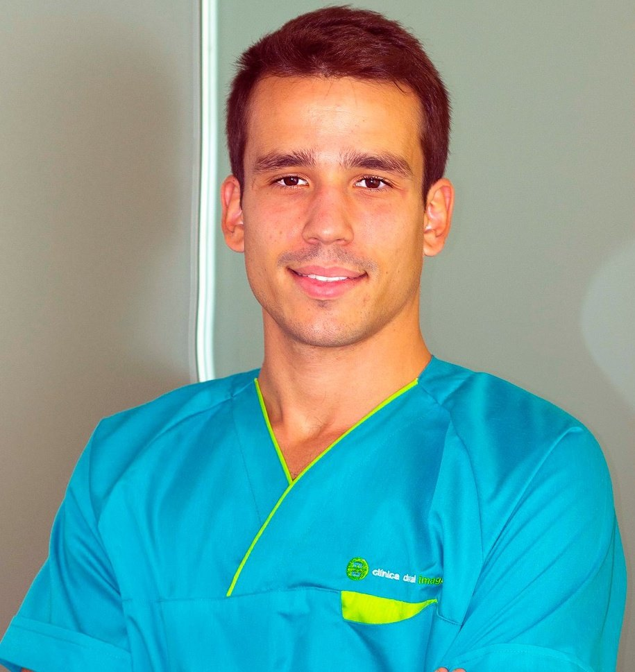 Román Mesa director clinico dental